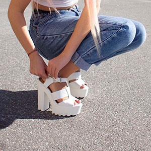 Como usar sandália tratorada nos looks
