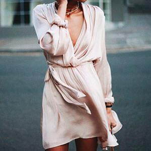 Vestido transpassado: sofisticação e feminilidade em uma só peça!